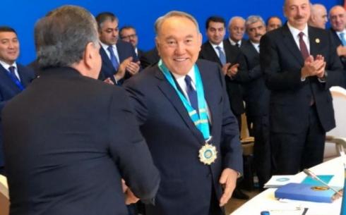 Назарбаева наградили Высшим Орденом Тюркского мира