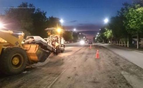 В Караганде депутаты выявили, что подрядчик ремонтирует дорогу, не соблюдая нормативно-технические требования
