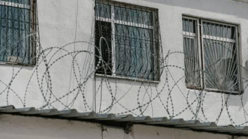 Заключенных насилуют