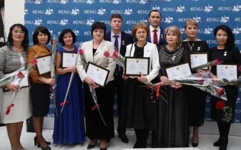 13 преподавателей КарГУ стали обладателями звания