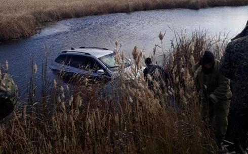 Два человека спасены из тонувшего автомобиля в Караганде