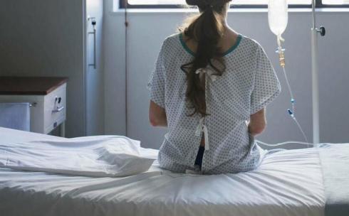 Месяц неведения: дочери карагандинки отказывают в наличии сотового телефона в диспансере