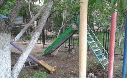 В Караганде началось строительство стоянки на месте детской площадки
