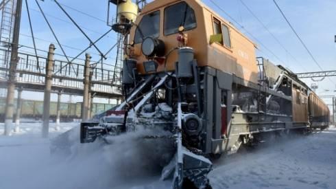 За неделю с железнодорожных путей убрали более 12 тысяч кубометров снега