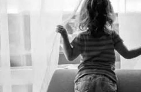 Насмерть разбилась 4х-летняя девочка при падении из окна