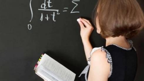 Установить минимальную зарплату учителям в 300 тысяч тенге предлагают в Казахстане