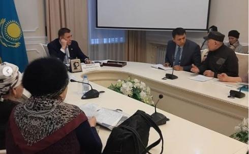 Аким Караганды десять часов отвечал на вопросы горожан