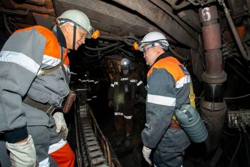 Женис Касымбек спустился к шахтёрам в лаву