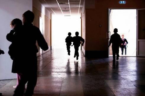 Упал с лестницы в школе и попал в реанимацию ученик в Балхаше