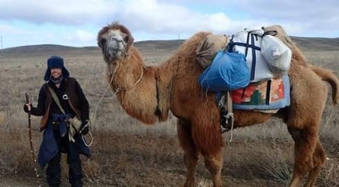 Швед объедет Казахстан верхом на верблюде