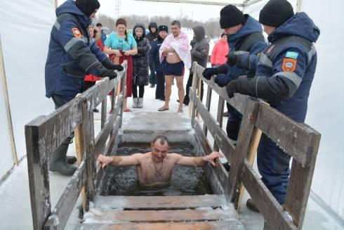 Крещенские купания проходят в Карагандинской области