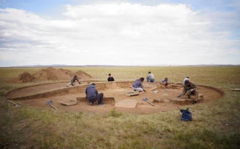 Карагандинские археологи исследовали три погребальных комплекса могильника Талды