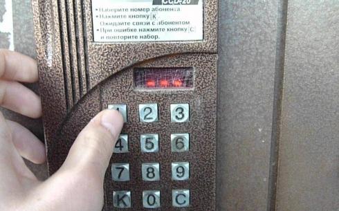Карагандинцы возмущены навязыванием услуг домофонной компанией