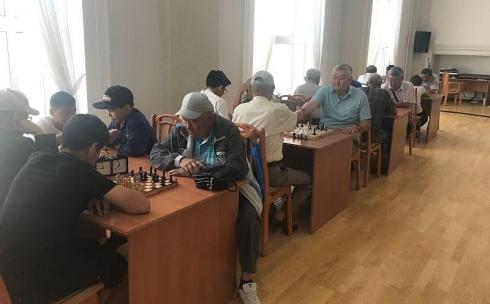 В Караганде провели шахматно-шашечный турнир