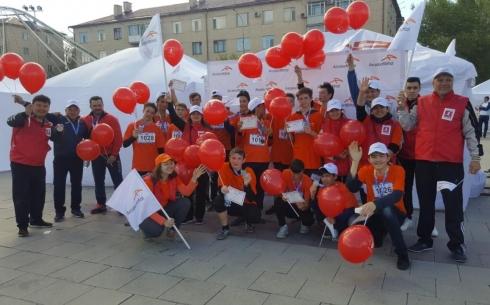 АО «АрселорМиттал Темиртау» помогло детям принять участие в полумарафоне «Armanga jol»