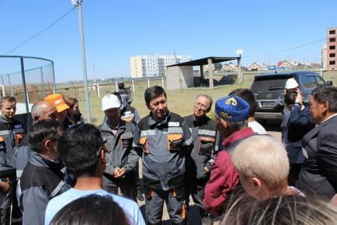 Жители Шубарколя рассказали акиму области о проблемах посёлка