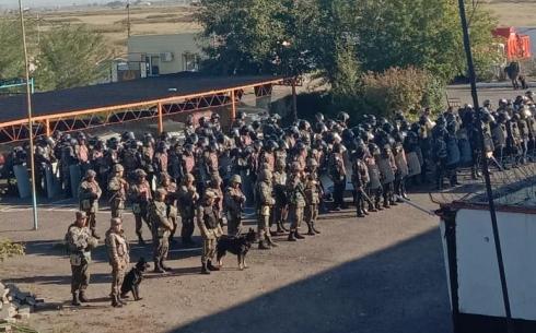 Военнослужащие и сотрудники УИС были стянуты по тревоге в колонию Карагандинской области