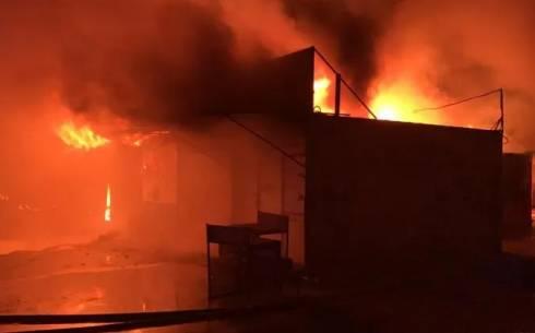 Пожар произошел на рынке в Караганде