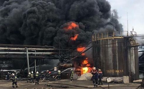Пожар  на заводе АМТ в Темиртау. Столб дыма и громкие хлопки напугали горожан