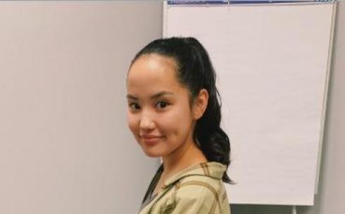 Удочеренная из Казахстана девочка стала актрисой в США