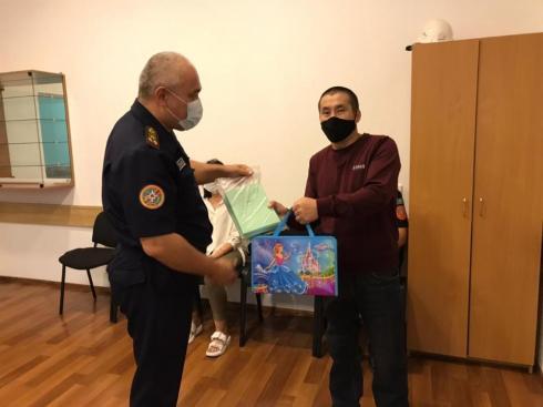 Карагандинские спасатели оказали помощь детям в рамках акции «Дорога в школу»