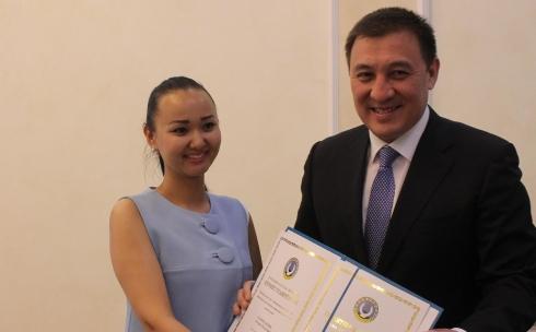 Аким Караганды поздравил работников культуры и искусства