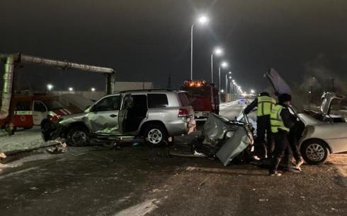 Работники ДЧС спасли водителя после ДТП в Жезказгане
