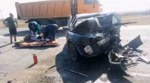 В лобовом ДТП на трассе Жезказган-Сатпаев погибли трое и один пострадал