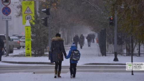 В Караганде и Темиртау отменили школьные занятия