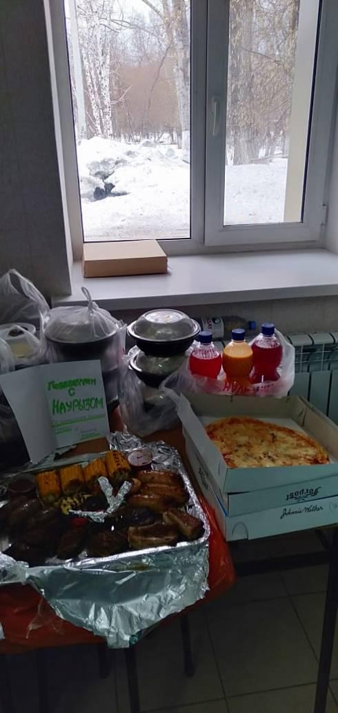 В Караганде предприниматель организовал доставку еды для врачей инфекционной больницы
