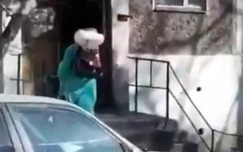 В Караганде проводят дезинфекцию одного из домов Майкудука