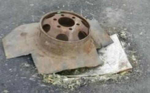 В жилой зоне Караганды никто из коммунальщиков не желает накрыть крышкой открытый колодец