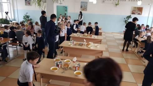 Родителей призывают интересоваться меню в школах