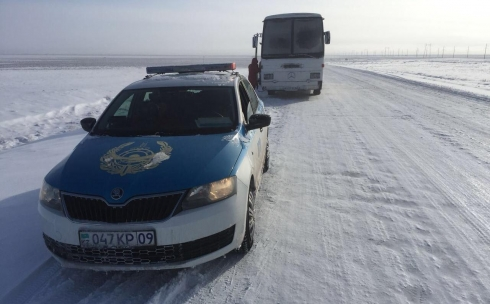 28 женщин спасли полицейские  на трассе в Карагандинской области