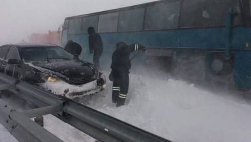 На трассе Караганда – Астана из замерзшего автобуса спасены сорок пассажиров