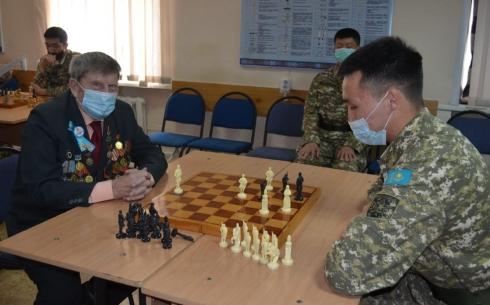 Шахматный турнир провели среди военнослужащих Караганды