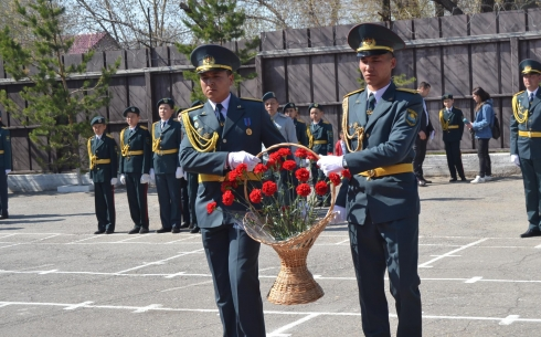 Жители Шимановска почтили память офицера пограничных войск Евгения ...   305x490
