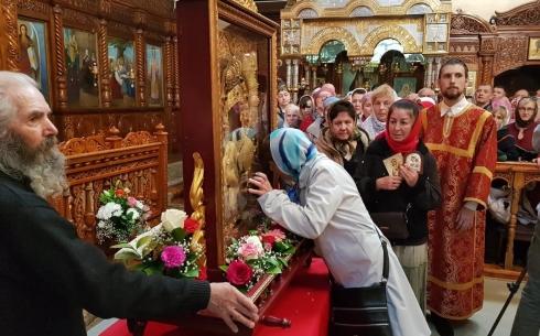 Православные христиане Караганды пришли преклониться к Феодоровской иконе Божией Матери