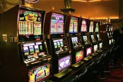 Ерлан Кошанов потребовал разобраться с незаконными игровыми автоматами