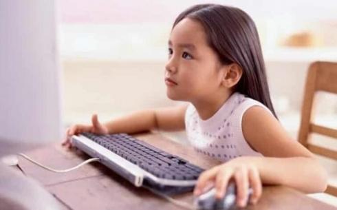 Кто получит компьютеры и планшеты для изучения школьной программы в Карагандинской области