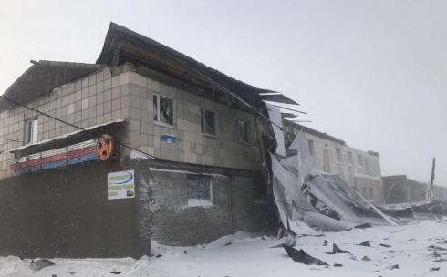 В Караганде администрация здания, с которого сорвало кровлю, решила проводить работы по восстановлению самостоятельно