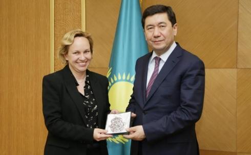 Аким Карагандинской области Ерлан Кошанов встретился с послом Израиля в Казахстане