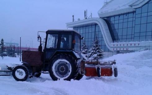 За ночь с улиц Караганды было вывезено более 2 тысяч кубометров снега