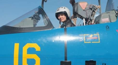 Первая женщина - летчик ВС Казахстана совершила самостоятельный полет