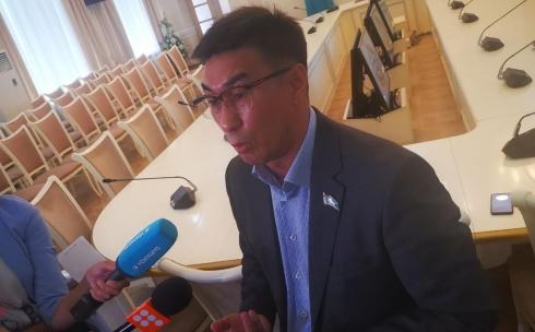 Я его пальцем не тронул, - депутат городского маслихата прокомментировал избиение охранника в Караганде