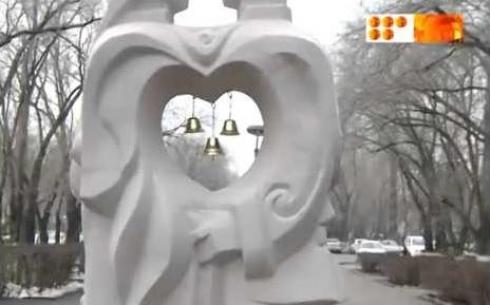 Скульптурную композицию подарит городу КарГУ им. Букетова