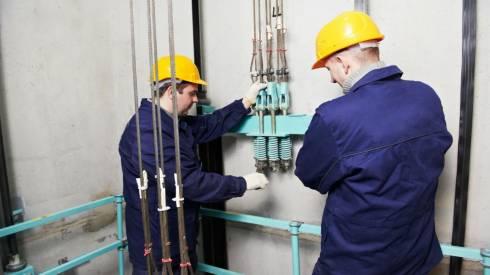 Сотрудникам лифтовых компаний Караганды, которые едут на вызов, полицейские выносят предупреждения за передвижение по городу