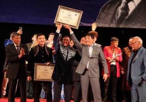 Два Гран-при вручили на международном айтысе в Караганде