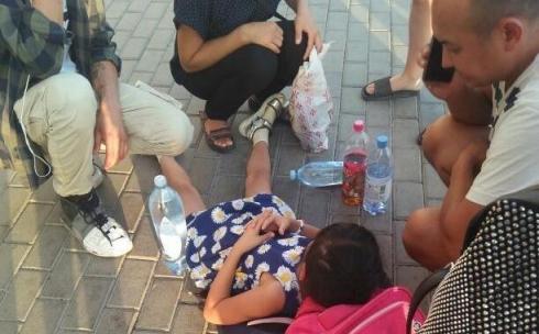 В Караганде около часа родители ждали скорую помощь для своей 7-летней дочки