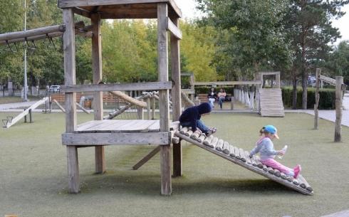 В Караганде планируется замена старых деревянных детских площадок